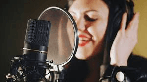 Why Professional Voice Actors are best for Business Advertising?