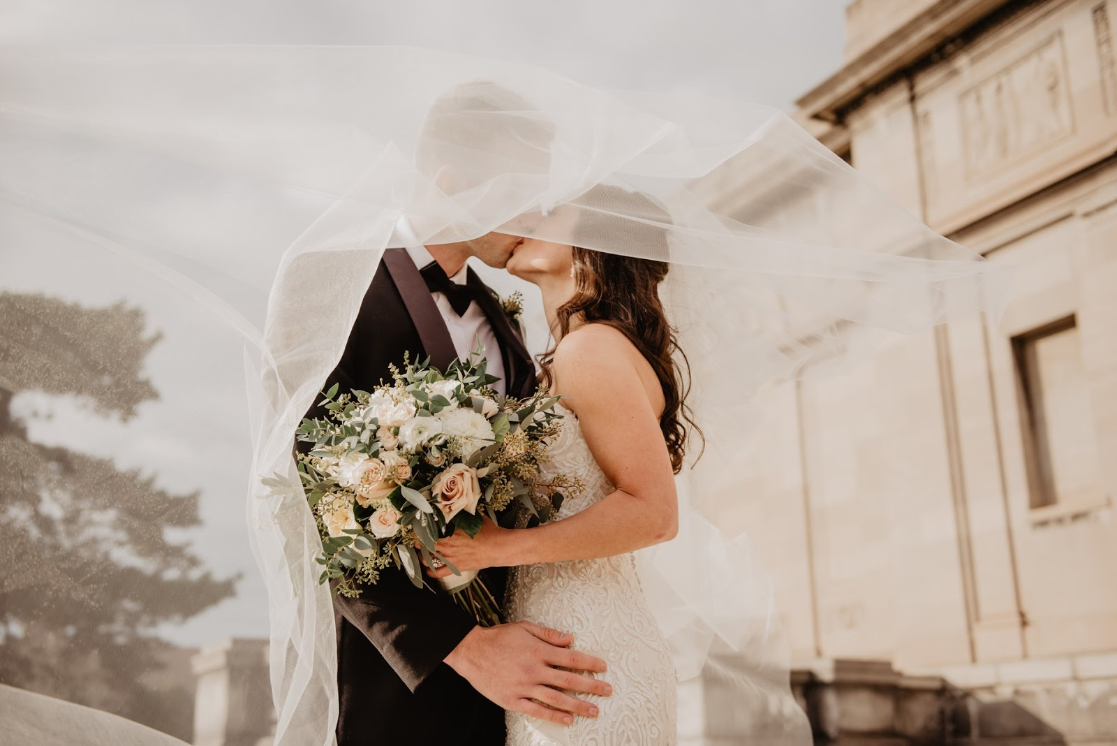 Online Etiquette – 7 Great Gift Ideas For Your First Virtual Wedding