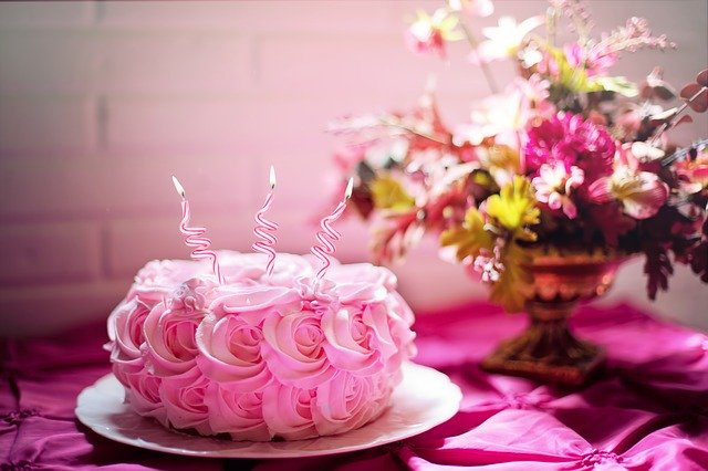 How to send cakes to surat on a budget?