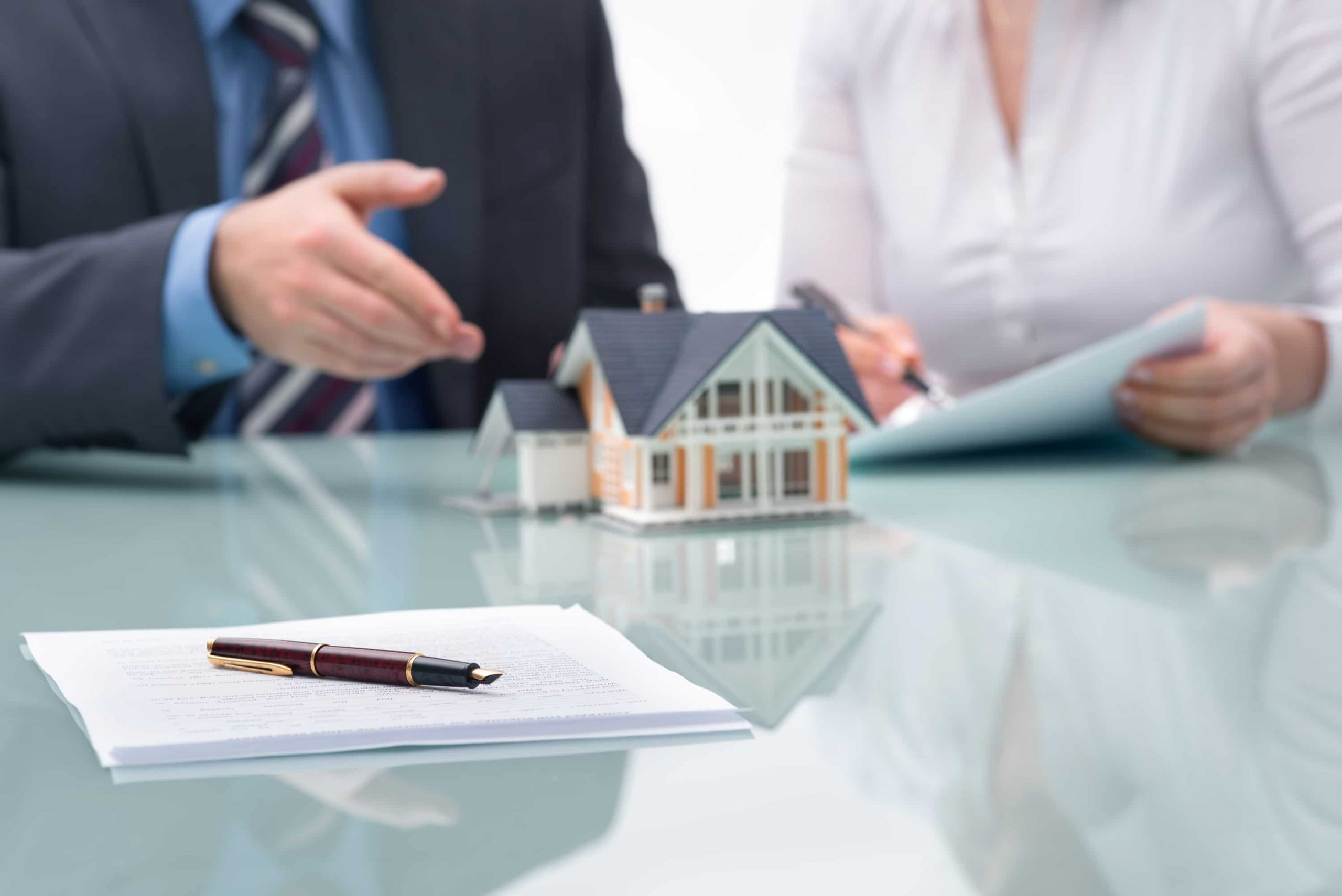 Essential Things to Consider While Hiring an Estate Agent